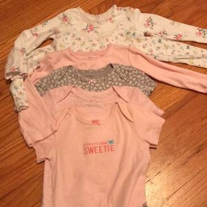 Six adorable Carters onesies, Size 18 mos.